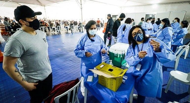 Jandira tem 9 em cada 10 adultos vacinados contra a covid-19