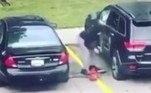 No registro, a mulher encharcou a parte interna do veículo com gasolina