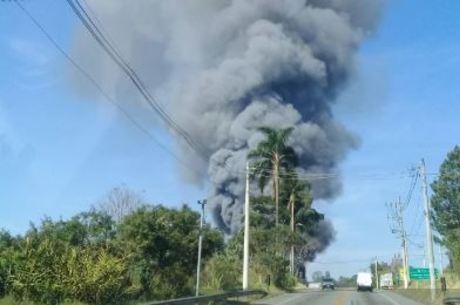 Incêndio em Embu-Guaçu atinge indústria de alimentos