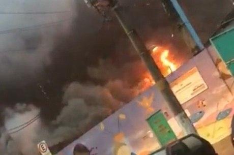 Moradores registraram início das chamas