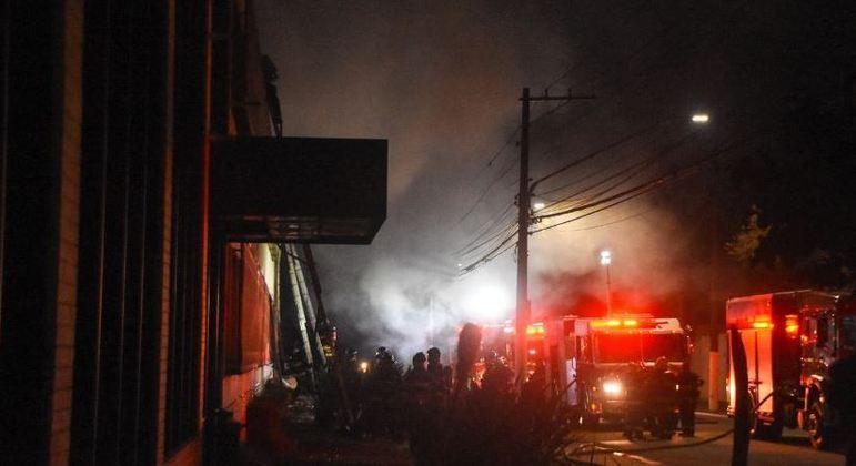 Incêndio atingiu galpão da Cinemateca na tarde da última quinta-feira (29)