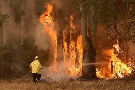 Mais de 150 incêndios ainda estão ativos