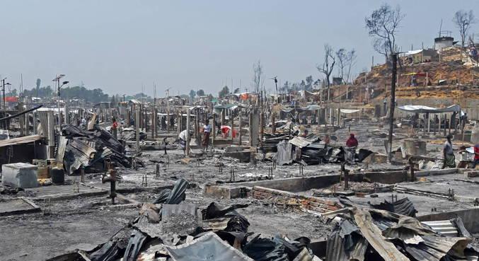 Incêndio atinge campo para refugiados rohingya em Bangladesh