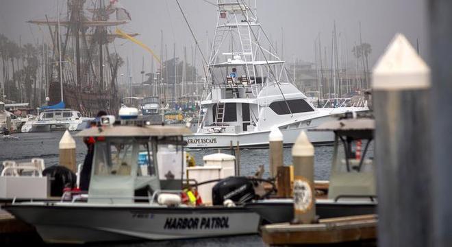 A Guarda Costeira dos EUA segue buscando sobreviventes do incêndio