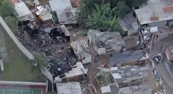 Incêndio atinge comunidade na Brasilândia, zona norte de São Paulo