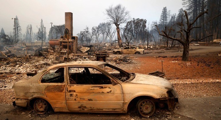 Incêndio florestal destruiu a vila de Greenville, nas montanhas de Sierra Nevada, na Califórnia