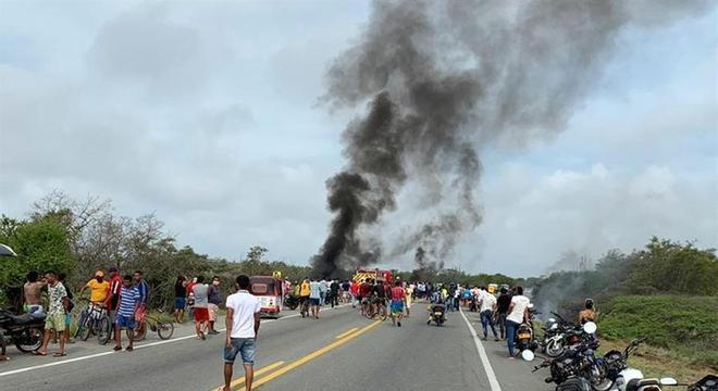 Pelo menos 11 pessoas morreram após explosão de caminhão-tanque