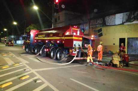 Bombeiros usaram 4.000 litros de água no incêndio