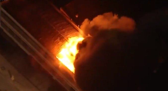 Após incêndio, 17 viaturas foram deslocadas ao galpão