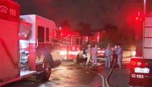 Incêndio em comunidade de SP deixa um ferido e destrói 15 casas