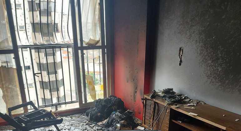 Incêndio começou no sofá e se espalhou pelo apartamento, em Taguatinga (DF)