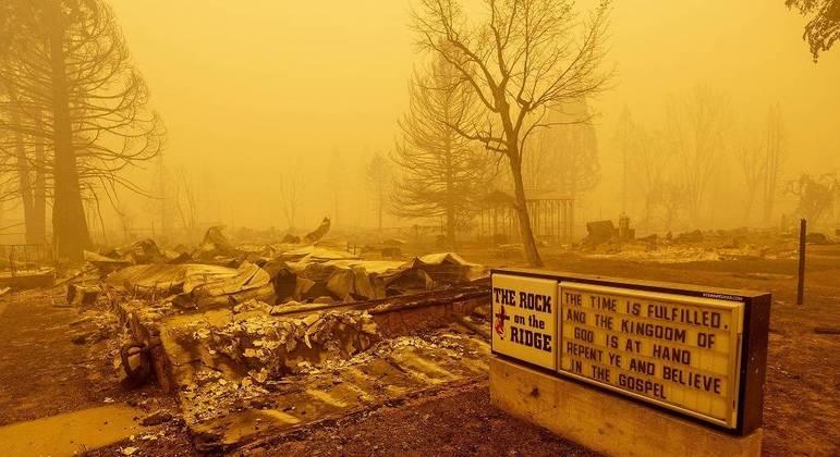Incêndio Dixie na Califórnia já devastou área maior que Los Angeles