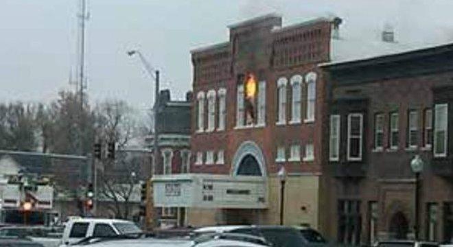 Incêndio do State Theater em 2010; edifício histórico foi reconstruído por pressão da população local
