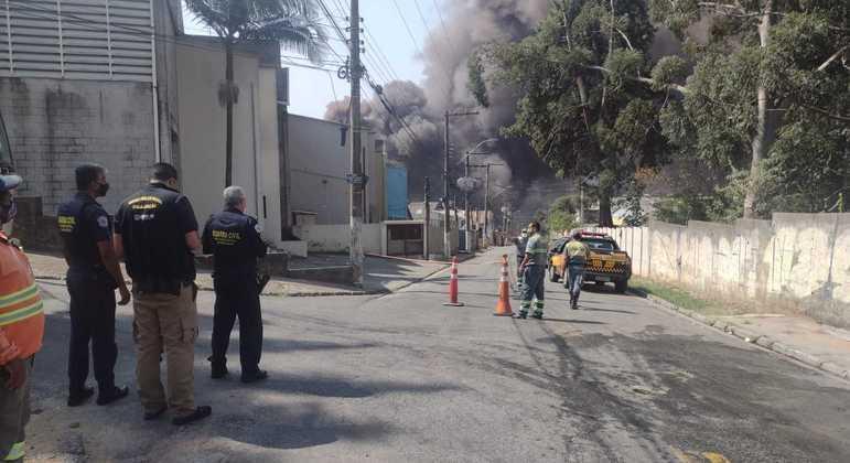 Incêndio em Barueri, na Grande São Paulo, deixa quatro vítimas