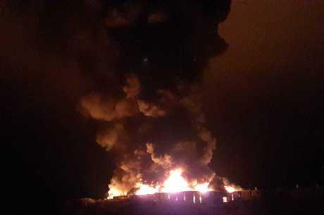 Incêndio atingiu um galpão da fábrica de sapatos