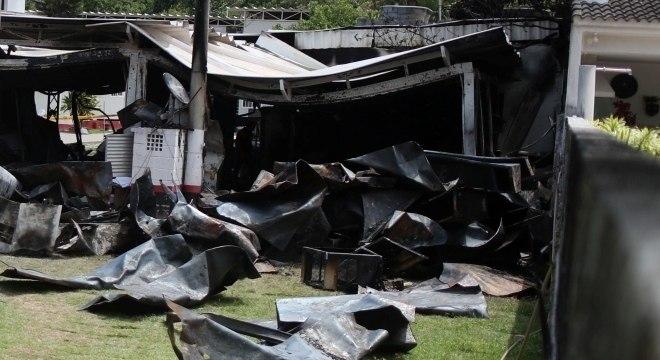 Área destruída no Ninho do Urubu após incêndio na última sexta
