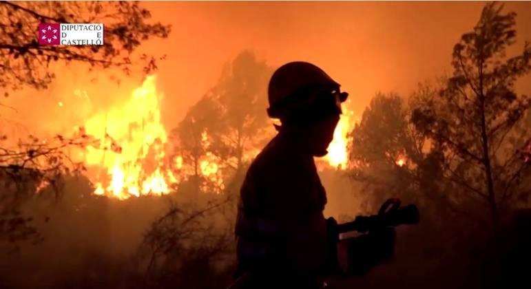Incêndio florestal na Espanha por onda de calor
