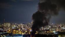 Incêndio destrói galpão na Mooca, zona leste de São Paulo