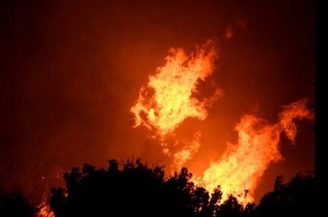 Apenas 15% das chamas em Los Angeles foram contidas