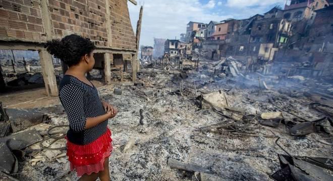 Moradores voltaram para Educandos, zona sul de Manaus, atrás de pertences