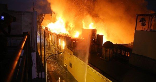 Incêndio atinge mercado central de Lima, no Peru