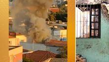 Casa onde três crianças morreram queimadas corre risco de desabar