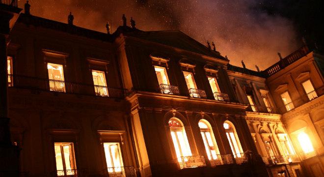 Incêndio destruiu o Museu Nacional no domingo (2)