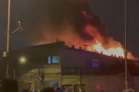 Estabelecimento incendiou nesta segunda-feira (31)