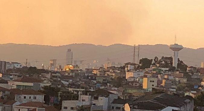 Incêndio visto da Vila Maria Alta, na zona norte de SP
