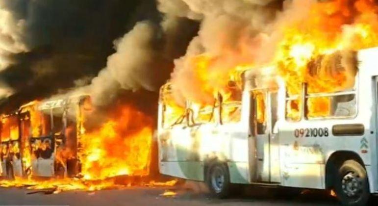 Após ataques em série e incêndios, 14 suspeitos são presos no Amazonas