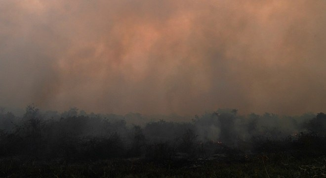 Helicóptero apoiava o trabalho de combate a incêndio no Pantanal