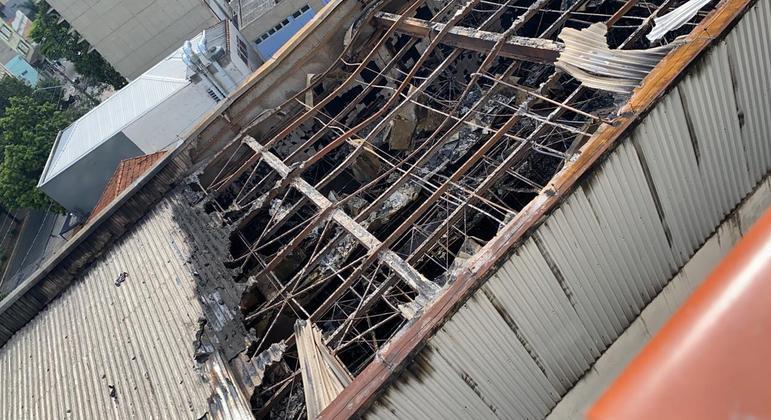 Incêndio destruiu uma casa noturna em Pinheiros, na zona oeste de SP , na noite desta quarta