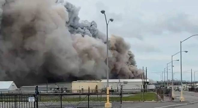 Fábrica de produtos químicos registra um incêndio na cidade de Lake Charles