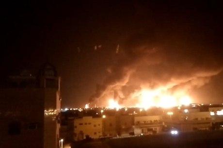 Rebeldes do Iêmen atacaram refinarias de petróleo sauditas