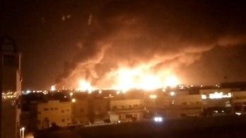 __Rebeldes do Iêmen atingem refinaria saudita com drones__ (Reprodução via Reuters TV)