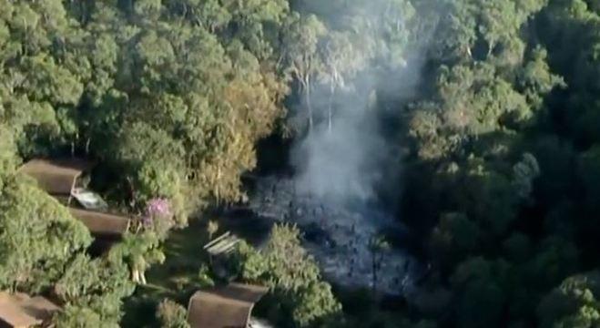 Incêndio atingiu chalés e área de mata em resort de Ibiúna, em SP