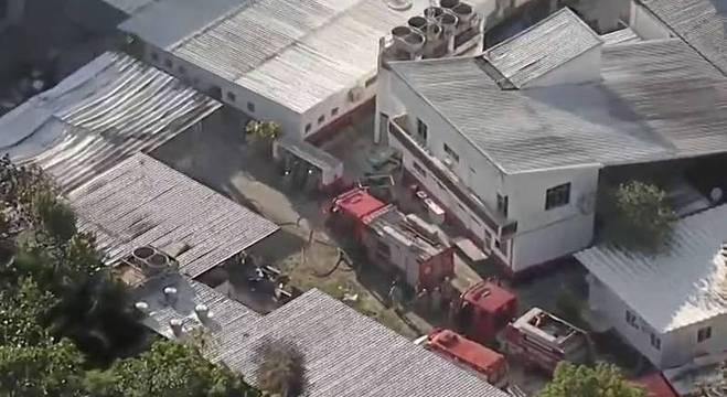 Incêndio, que deixou pelo menos 10 vítimas, foi controlado por volta das 7h20