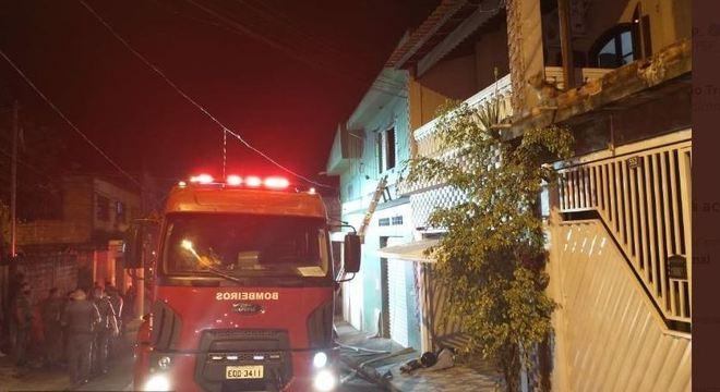 Incêndio em sobrado deixa um morto e três feridos em Guarulhos