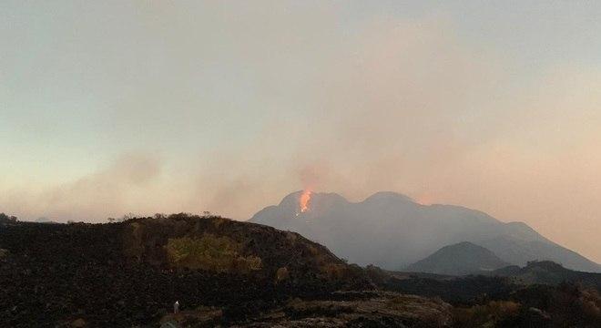 Foto atinge há quatro dias área da Serra da Mantiqueira