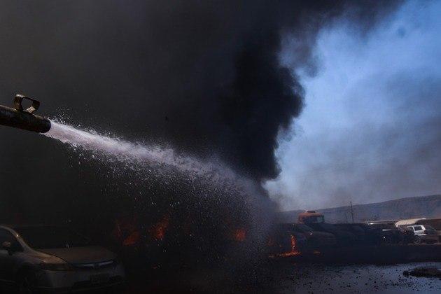 Equipes de plantão e voluntários de outros órgãos de segurança conseguiram apagar o foto no início da tarde deste sábado (28)