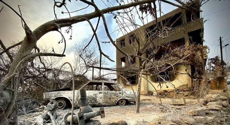 Incêndio destruiu casas e carros e deixou 8 mortos no sul da Turquia