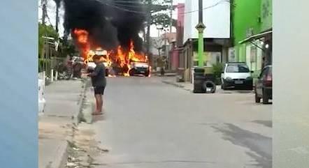 Confrontos tiveram mortes e vans queimadas
