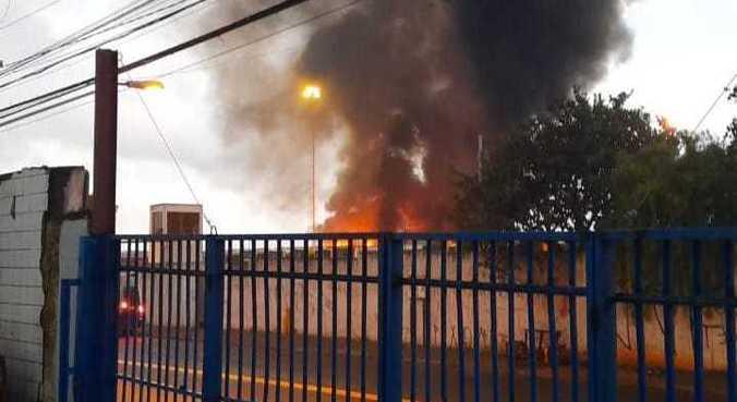 Três ônibus pegam fogo na zona leste de SP, mas ninguém fica ferido