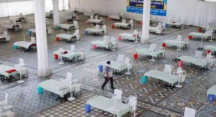 Índia prepara hospitais de campanha para covid-19