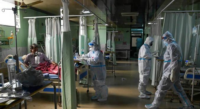 Índia registra recorde de mortes e contágios de covid-19 em 24 horas