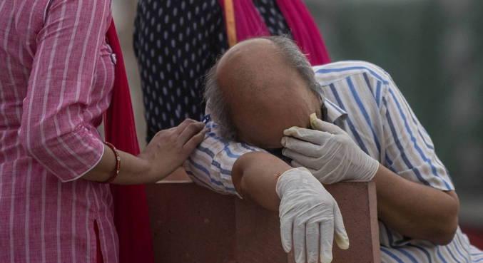 Crescem apelos por lockdown na Índia após alta de casos