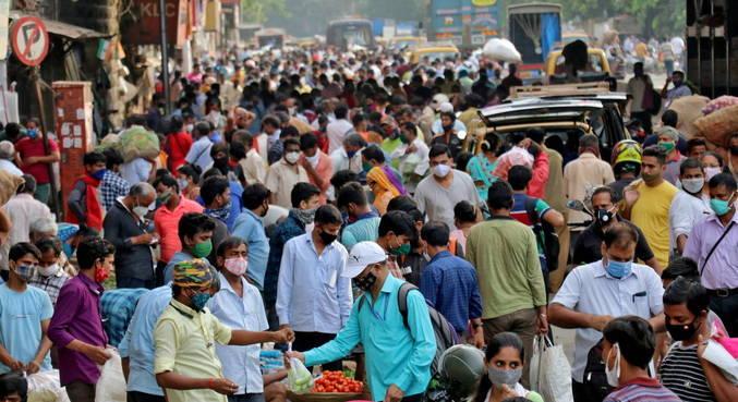 Índia bateu recorde mundial de novos casos do coronavírus, com 332.921 contágios
