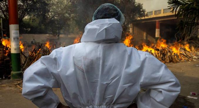 Índia registra novo recorde nacional de mortes diárias por covid-19