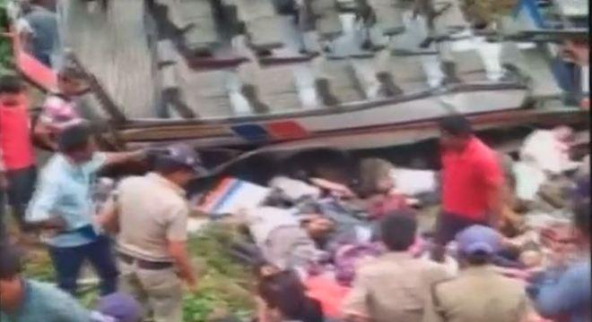 Acidente deixa pelo menos 45 mortos no norte da Índia