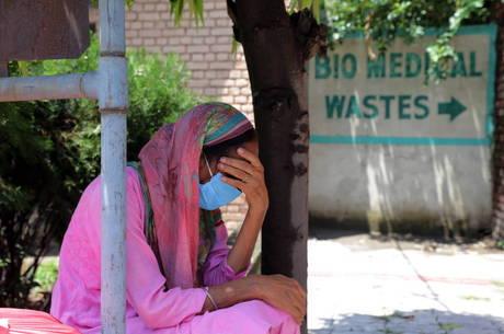 Álcool adulterado deixa pelo menos 75 mortos